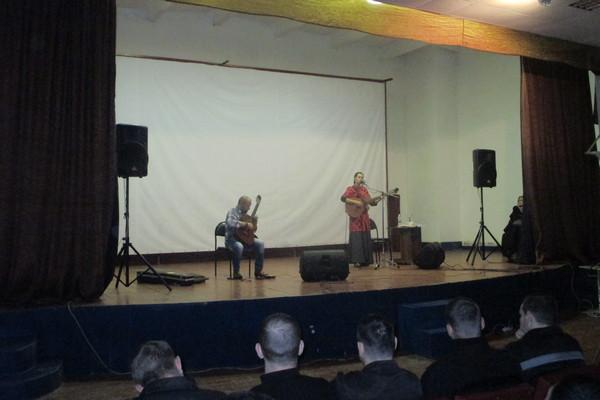 В ИК-1 ГУФСИН России по Челябинской области состоялся концерт исполнительницы авторской песни Светланы Копыловой