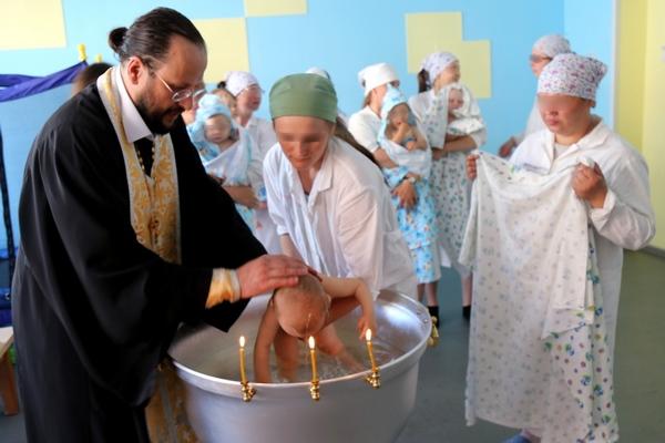 В Доме ребенка при ИК-5 ГУФСИН России по Челябинской области прошло таинство крещения